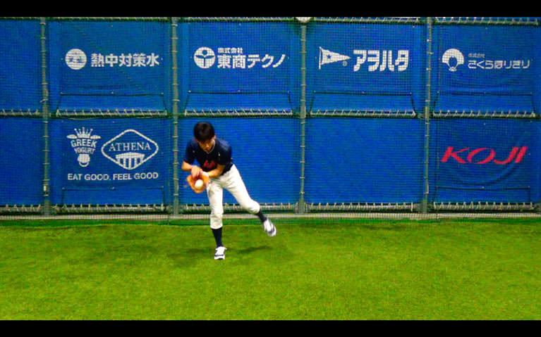 ボールをお腹〜膝下の高さに正面から投げてもらって、_1