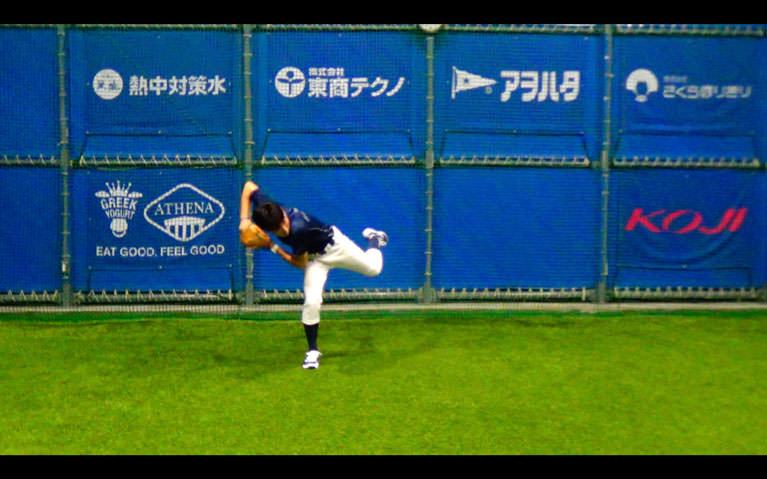 ボールをお腹〜膝下の高さに正面から投げてもらって、_2
