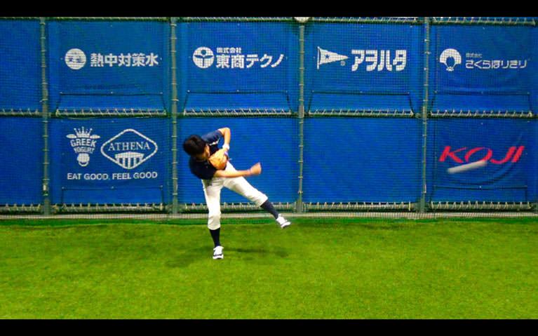 ボールをお腹〜膝下の高さに正面から投げてもらって、_3