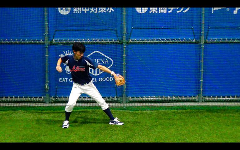肘が肩のラインより下がっている(肩のラインより背中側に腕を引くと肘が上がらなくなります)