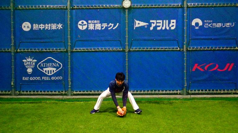 左足(左投げは右)のつま先を地面から上げることで、次のステップ動作に入りやすくなる